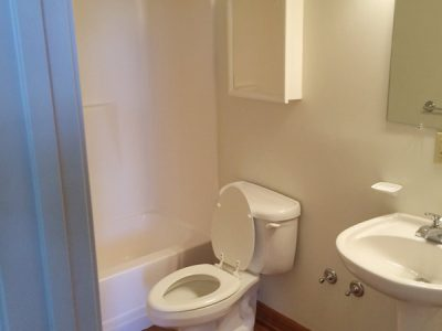 The Crossings apartment bathroom